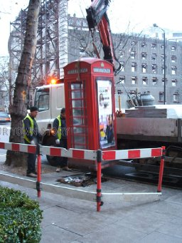 Removing phone boxes, Aldwych 2006