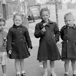 rare-photos-of-post-war-london-published-bbc-news